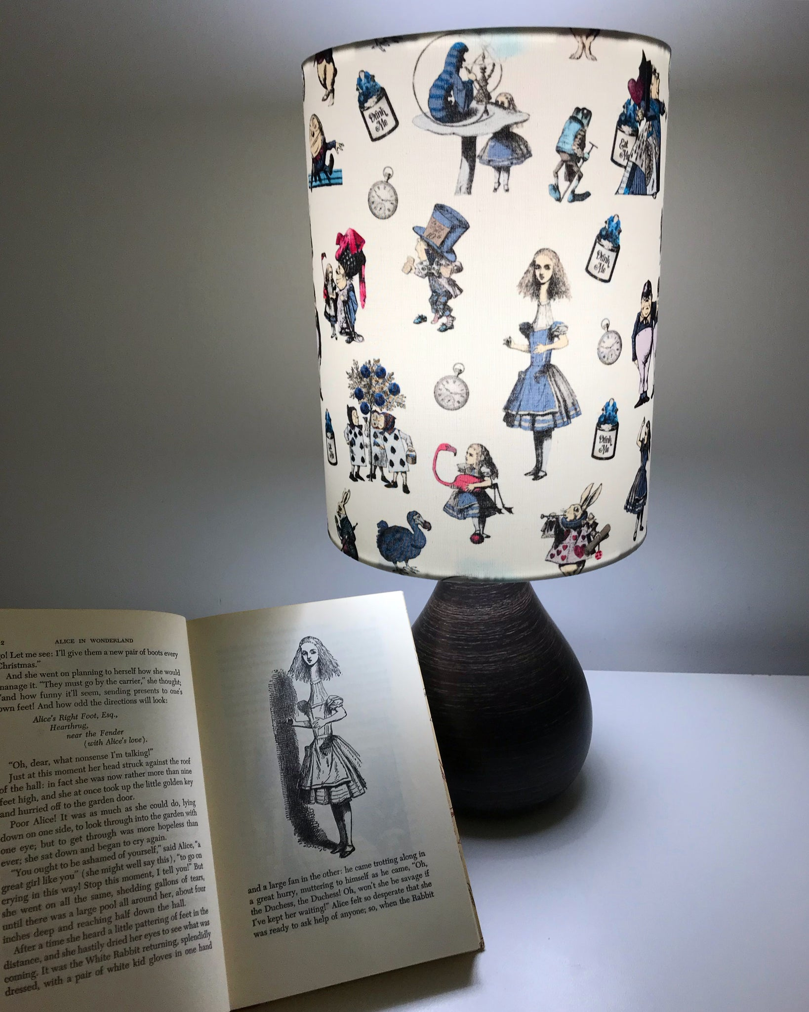 Alice in Wonderland ( Retro Style )Table Lamp