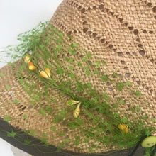 Load image into Gallery viewer, Straw hat with buttons and veiling