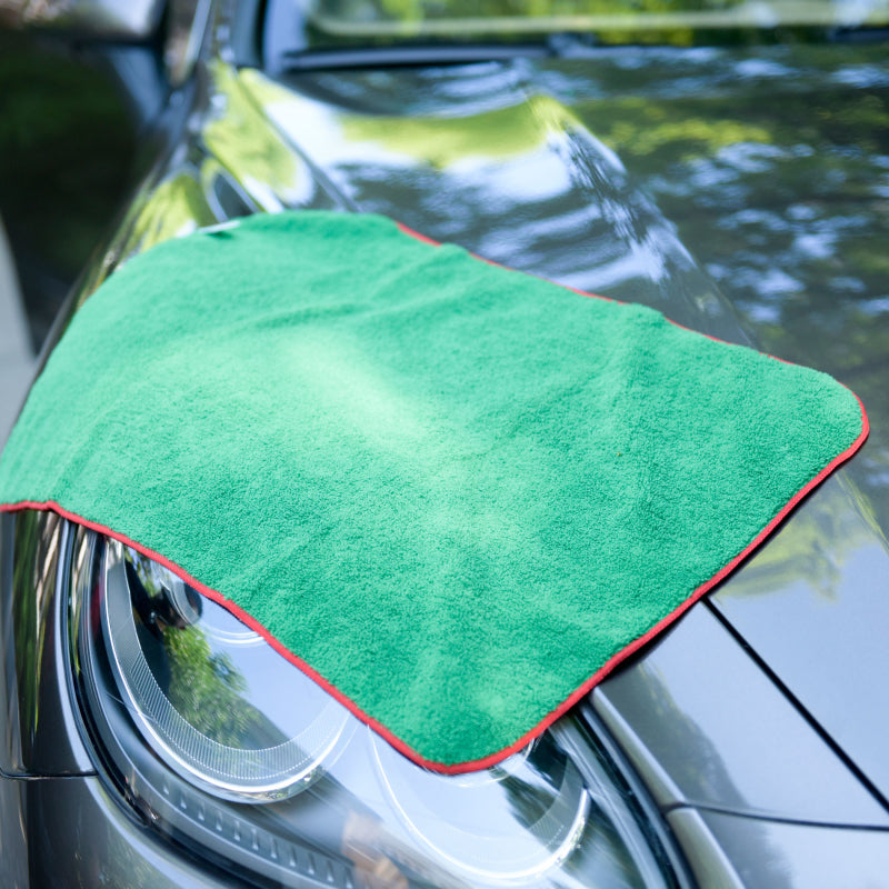 Professional Grade Microfiber Car Wash Drying Towel, 16 in.x 24 in. Pack of 6. Red with Green Overlock