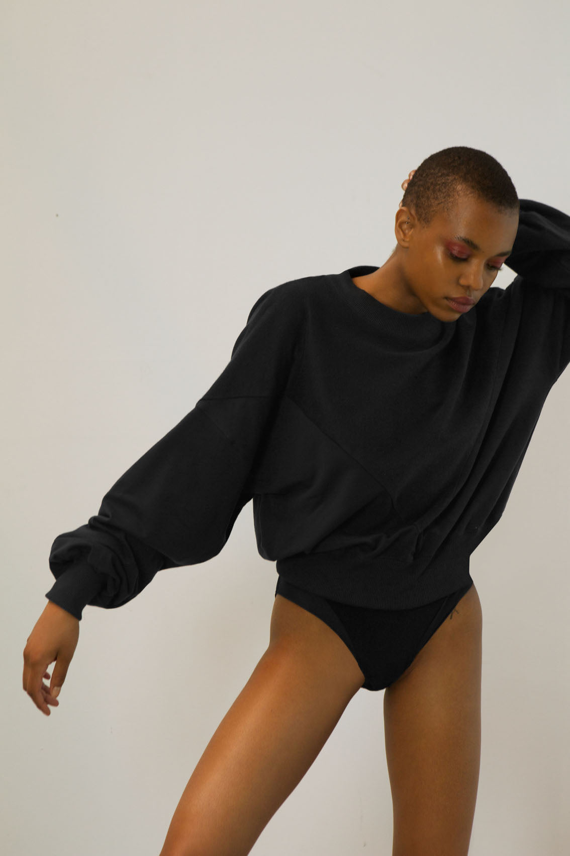 wide-sleeve jumper made from wood pulp | black