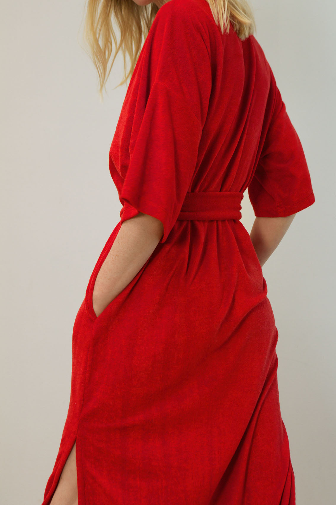 velours fluid dress made from recycled fibres | rebellious red