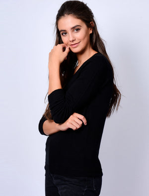 Scully V Neck Jumper in Black – Plum Tree