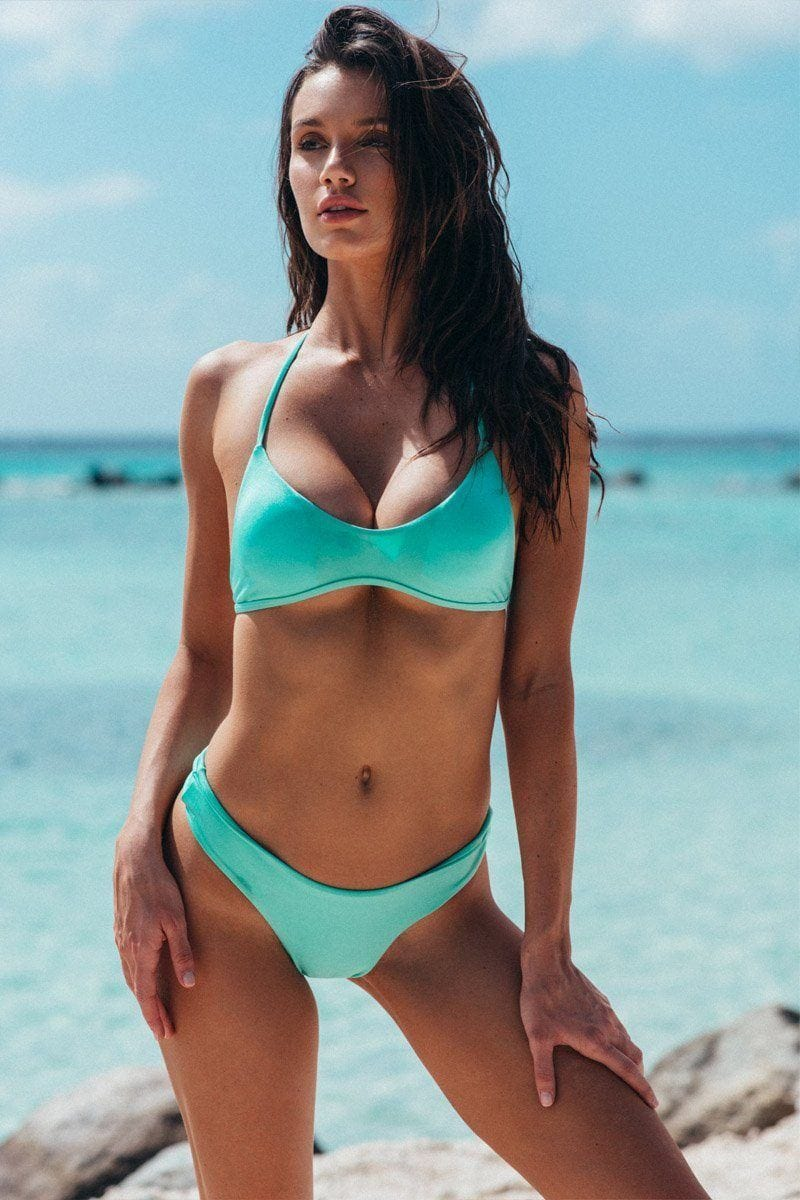 TROUBLE IN PARADISE Maldives Blue Bottom