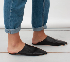 Moroccan Pointed Slipper in Black
