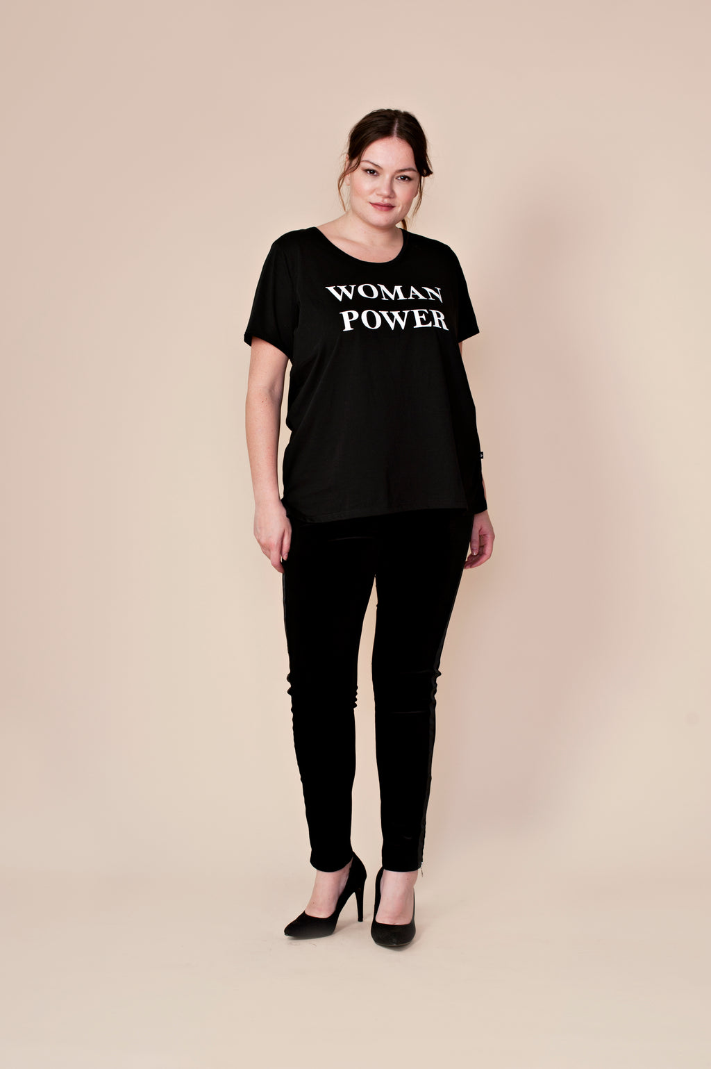 T-shirt « Woman power » noir