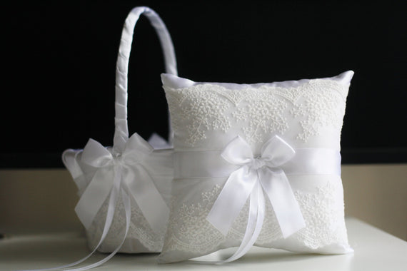 White Lace Bearer Pillow / White wedding basket / White Flower Girl Basket \ White wedding pillow \ Lace wedding basket \ Lace Ring Pillow