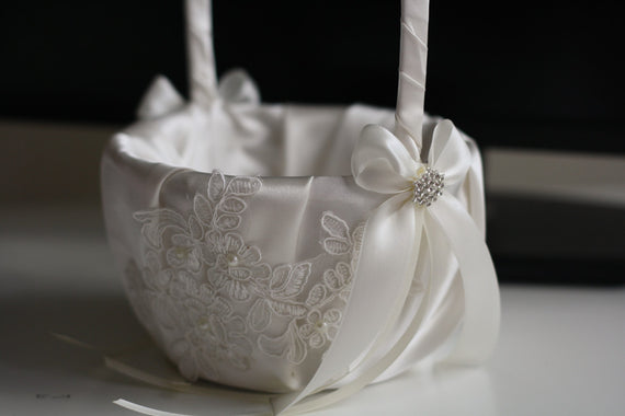 Ivory Flower Girl basket \ Off-white Ring Bearer Pillow \ Lace Wedding Basket \ Ivory Lace Wedding Bearer Pillow \ lace Pillow basket set