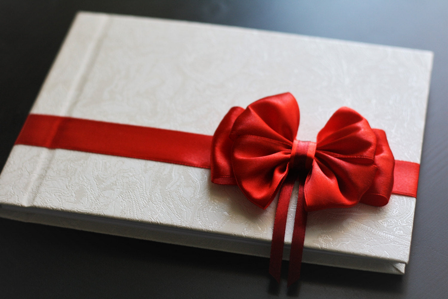 Red and White Wedding Guest Book d704107844be