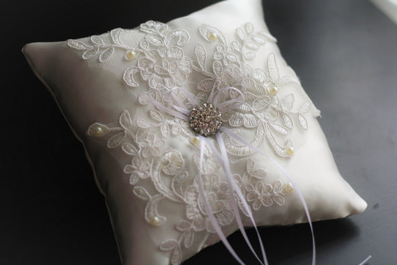 Ivory Ring Bearer Pillow \ Lace wedding pillow / Lace wedding basket \ Lace Ring Holder \ Ivory Bearer Pillow \ Ivory flower girl basket