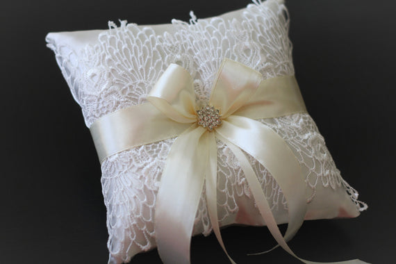 Ivory Wedding Ring Pillow \ White lace and Ivory Ribbon Wedding Ring Holder \ Wedding Ceremony Pillow \ Ivory Brooch Lace Ring Bearer Pillow