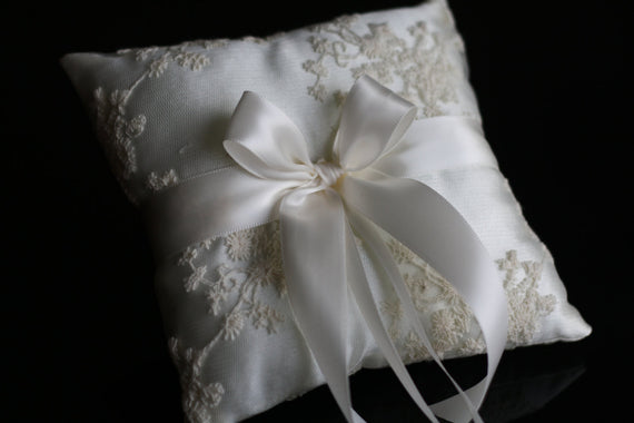 Ivory Ring Bearer Pillow \ Lace Wedding Bearer Ring Holder \ Ivory Satin Bearer, Lace Ring Pillow, Ivory Wedding Pillow, Lace Wedding Pillow