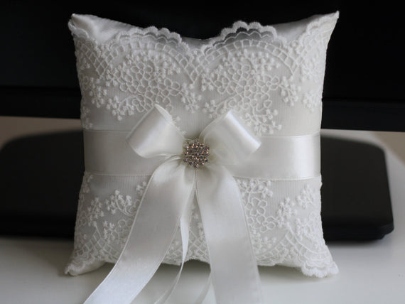 Off White Ring bearer Pillow \ Off-White wedding pillow \ Off White ring holder, off white Flower Girl Basket Pillow Set, Lace Bearer Pillow