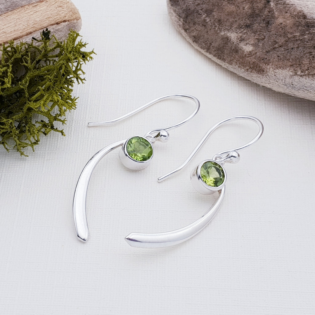 Peridot Coma Earrings