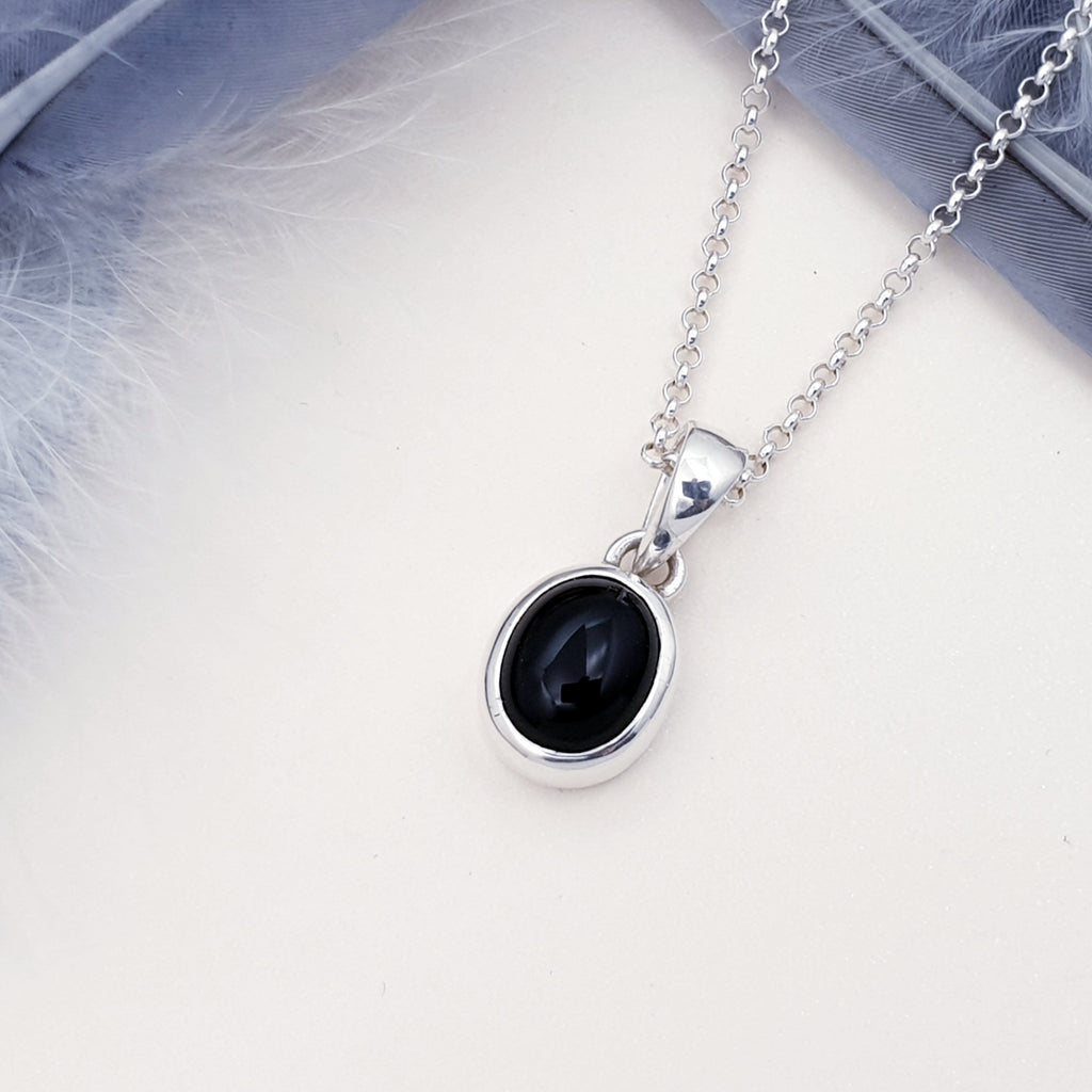 Onyx Small Oval Pendant