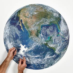 The Earth puzzle, 1000 pieces, with 2 arms assembling