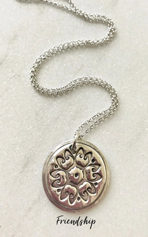 circular silver friendship flower pendant necklace