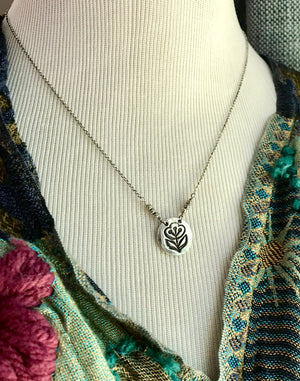Embossed Silver Art Deco Style Circular Flower Pendant Necklace on Silver Chain