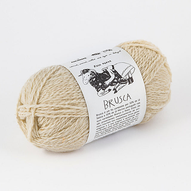 Retrosaria Brusca DK yarn with Soloia-Merino Branco-Merino Preto wool blend