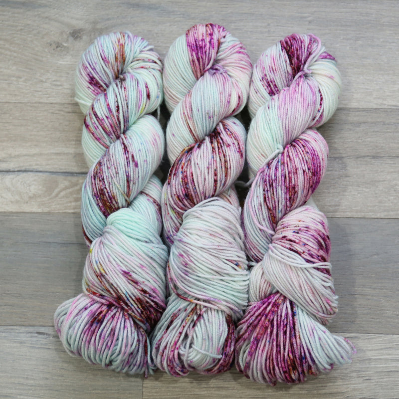 Farmers Daughter Fibers Juicy DK yarn with 100% Superwash Merino wool