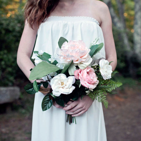 Peach bridesmaid bouquet