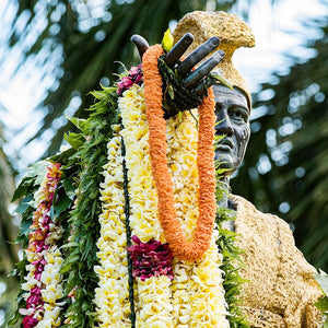 "alt=""statue with lei"""