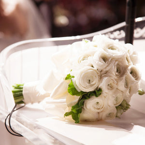 "alt=""bouquet of white roses"""