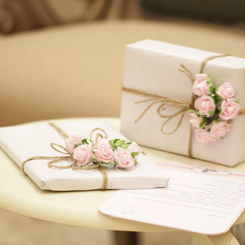 """alt=""""gifts with pink roses and letter"""""""