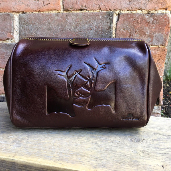 Tyler & Tyler Luxury Italian Leather Washbag with 2 Stags inprinted in leather
