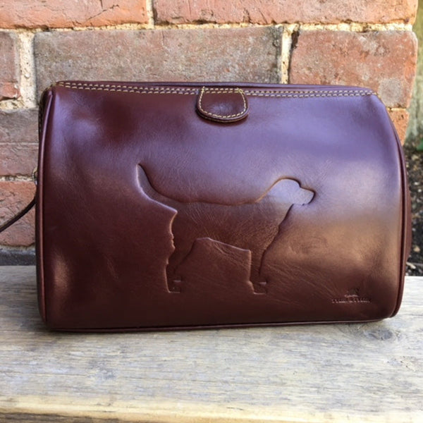 Tyler & Tyler Luxury Italian Leather Washbag with labrador images indented in the leather