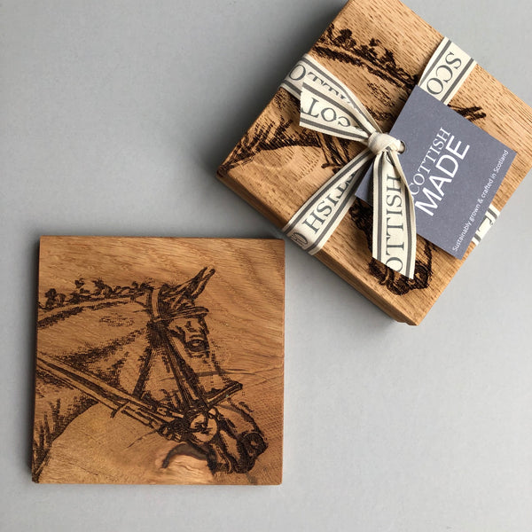 Pack of 2 oak coasters with horse head carved on