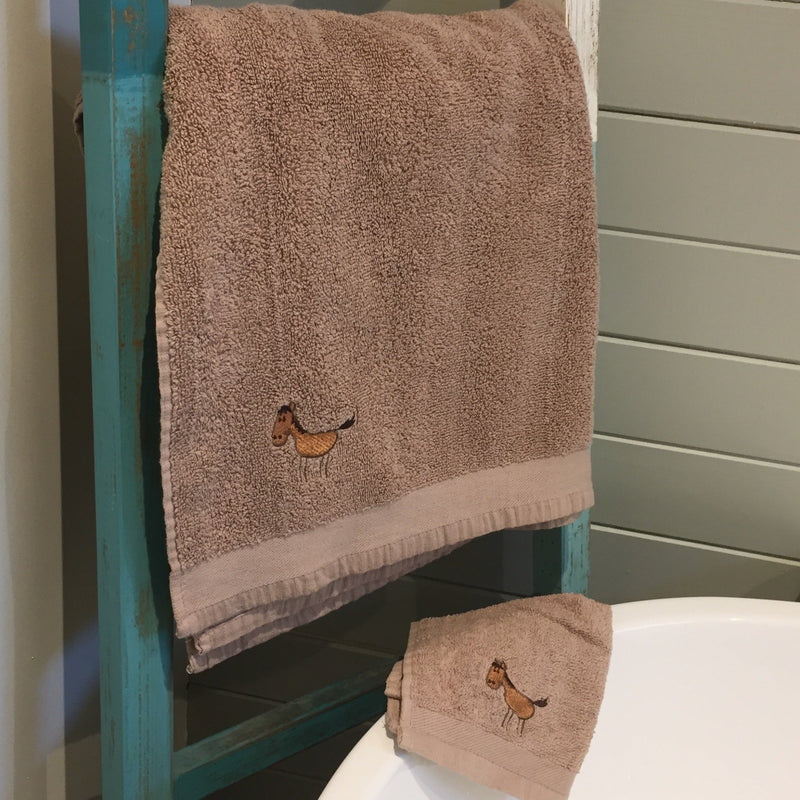 Mocha Horse Towel and Flannel Set