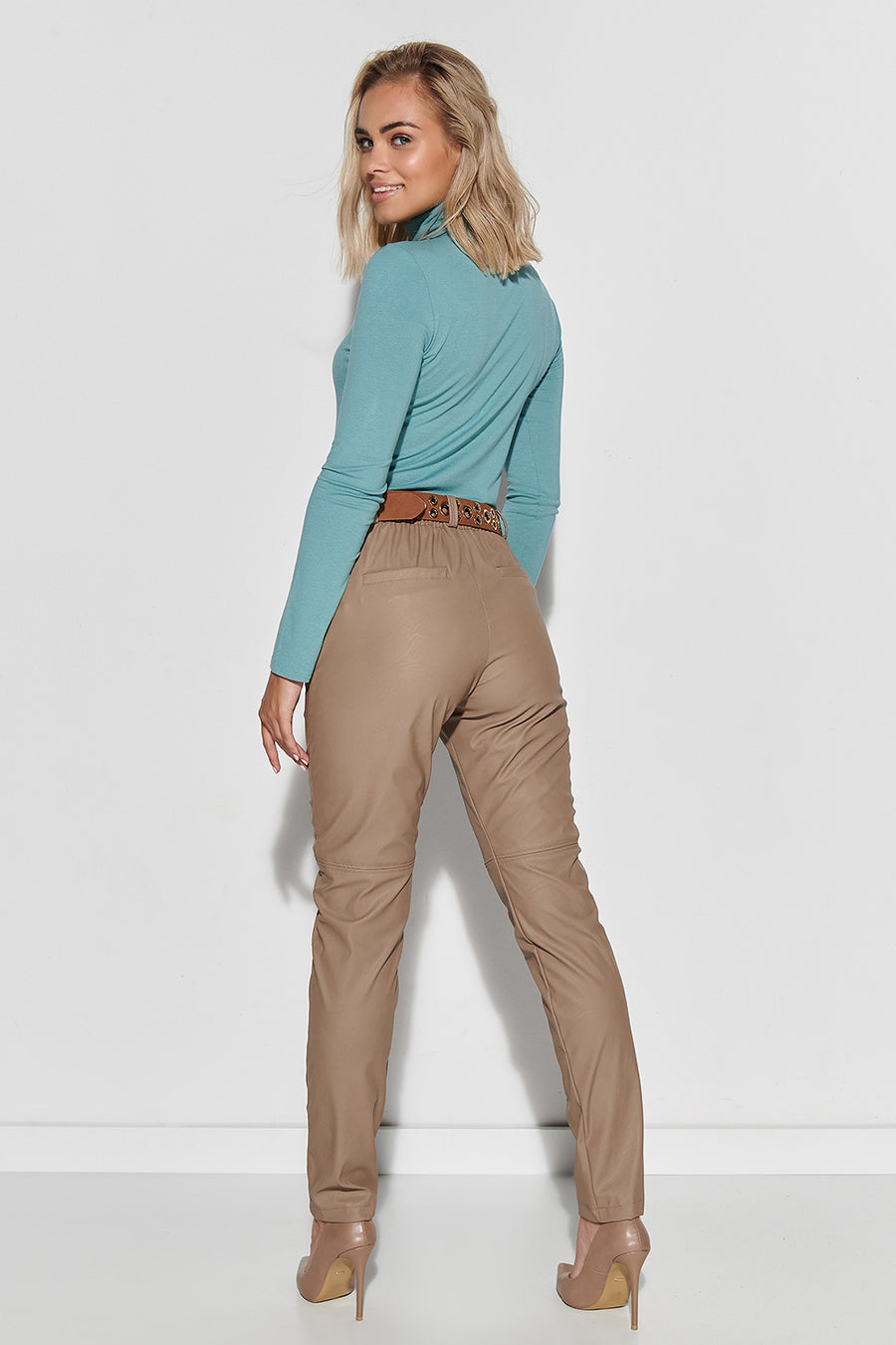 Trousers model 150089 Makadamia