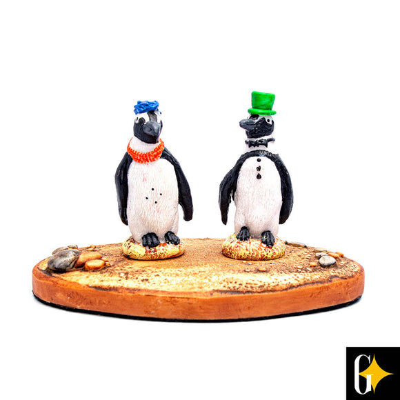Top view of the figurine portraying a pair of penguins wearing hats. Buy this African gift now.