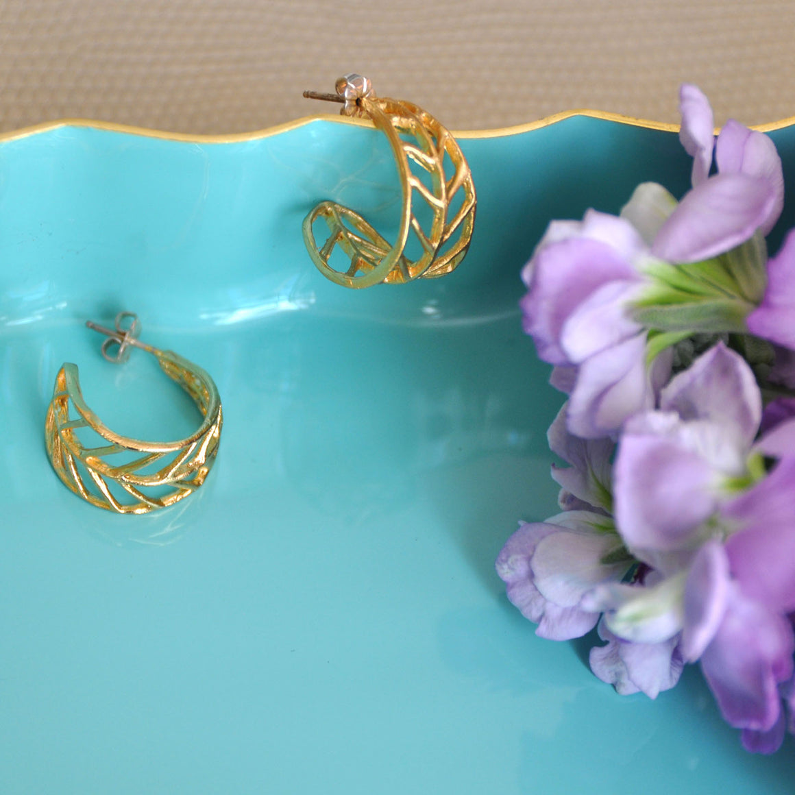 Chevron Leaf Hoop Earrings (Petite) - 24K Gold Plated