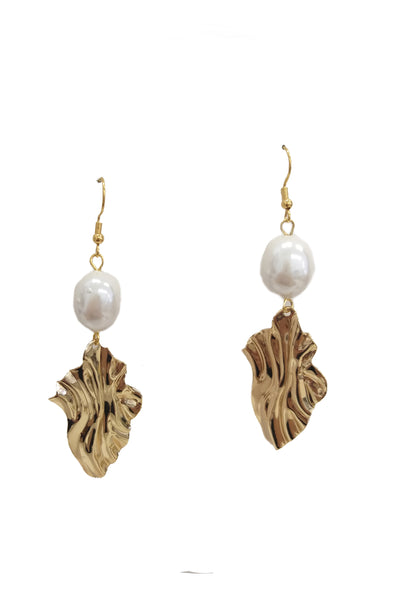 Metal waves and freshwater pearls earrings - Sofi Moukidou