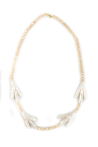 Nude plearled necklace