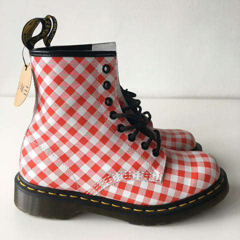RED WHITE DR.MARTENS