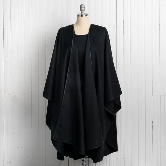 Grun Black Cape - 100% Royal Alpaca