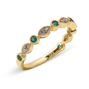YELLOW GOLD EMERALD RING WITH DIAMONDS