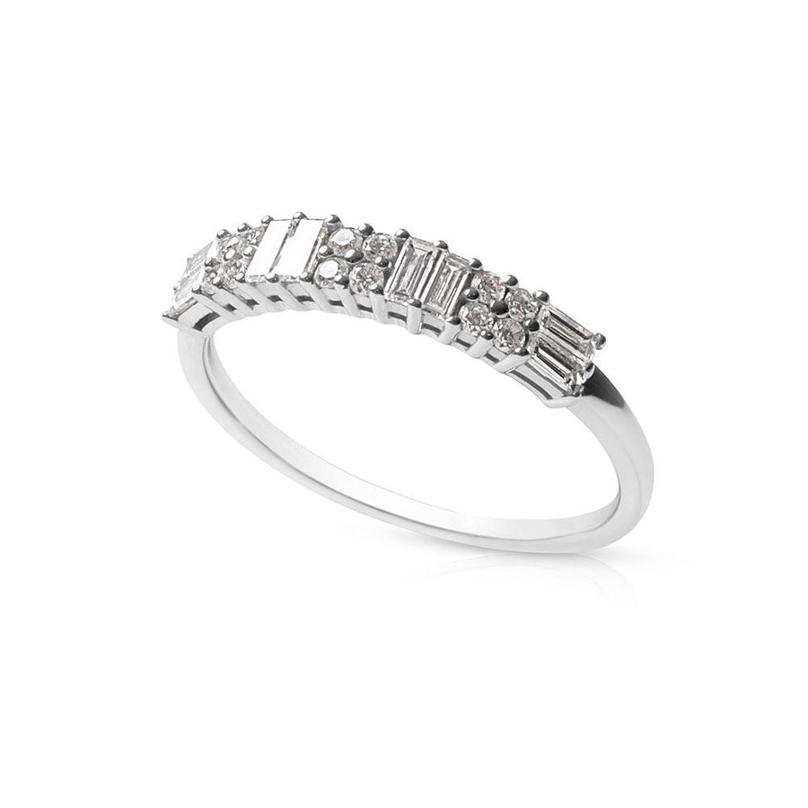 ALTERNATING BAGUETTE AND BRILLIANT DIAMOND RING