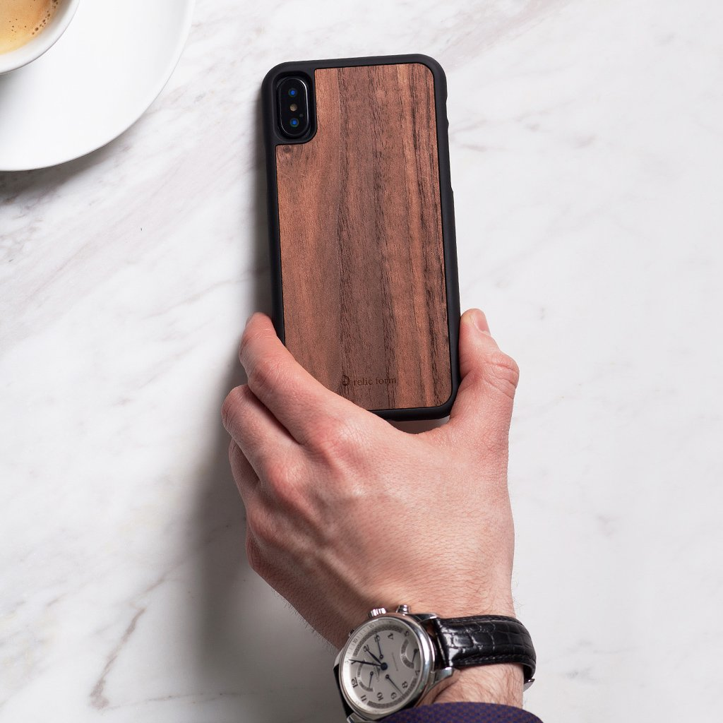 W1OOD C1ASE Walnut Wood / Black