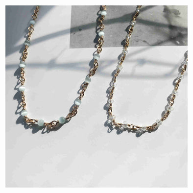 collier Eda or petites billes en pierres