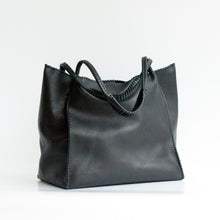 MEDIUM TOTE in Texas Black