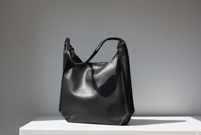 SMALL TOTE in Texas Black