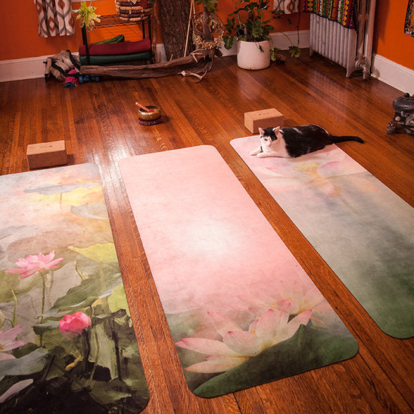 UTOPIAT's Altruistic Lotus - the premium eco yoga mat