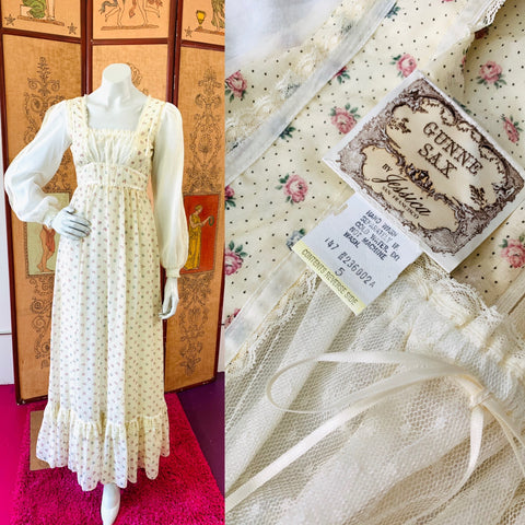 This is a hippie dream dress.  An example of one of the best Gunne Sax dresses we have seen.  Look at the sleeve details!