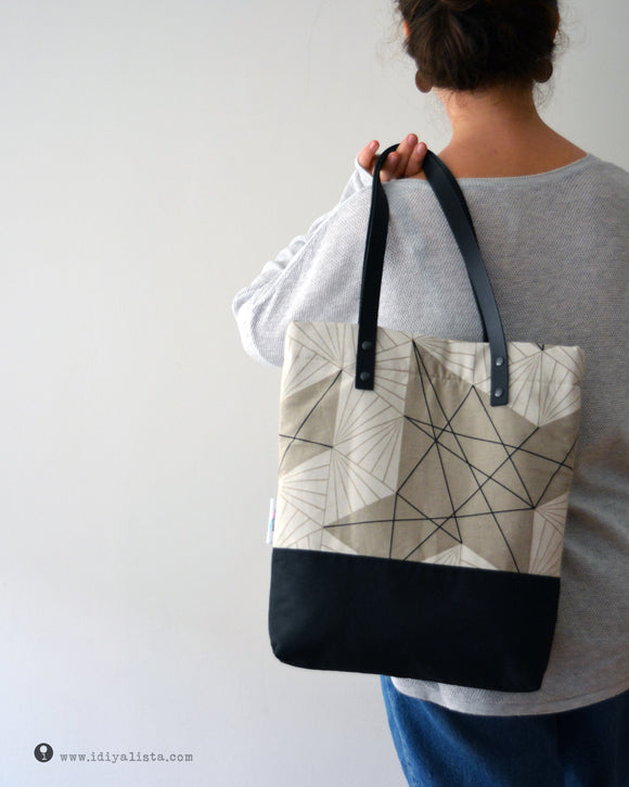 - A handmade padded tote bag made from Japanese fabrics.