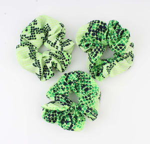 Groene Scrunchie - Koutou - Snake Look Print - Fashion4