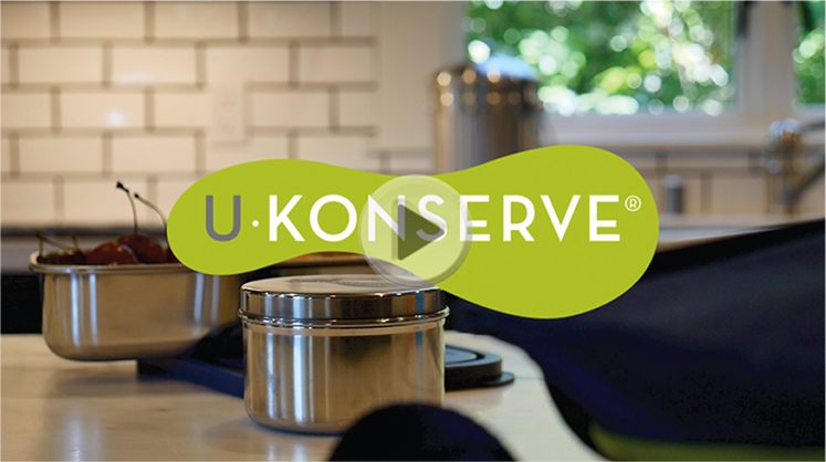 U Konserve Containers on a wooden table