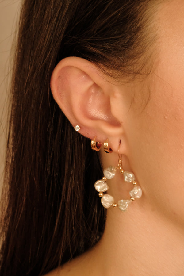 Daisy Pearl Earrings - S-kin Studio Jewelry | Minimal Jewellery That Lasts.